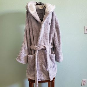 PINK sherpa cozy short robe. Size M